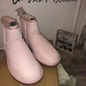 Women Class. Light Pink Uggs Boots